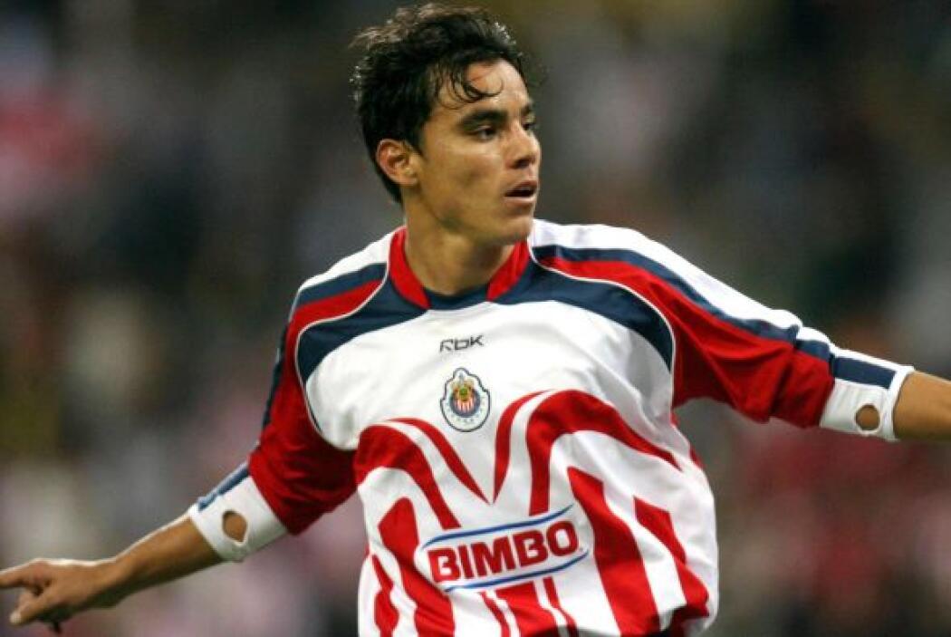 Omar Bravo tuvo que retar a las Chivas para poder llegar a Europa con el...