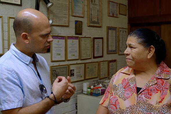 El doctor Estrada además le presentó al doctor Juan a Bea...