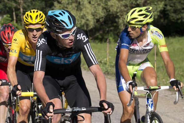 Nibali (der) lo volvió a intentar en la última ascensión, La Toussuire,...