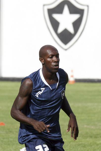 Este jugador de la foto es Paulo Rogério Reis Silva, conocido como Somal...