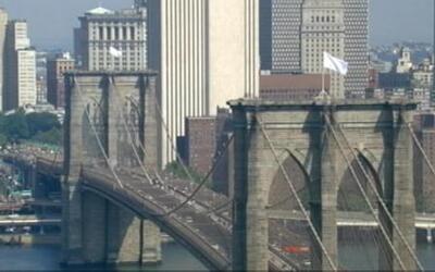 Dos alemanes dicen que pusieron las banderas blancas en puente de Brooklyn