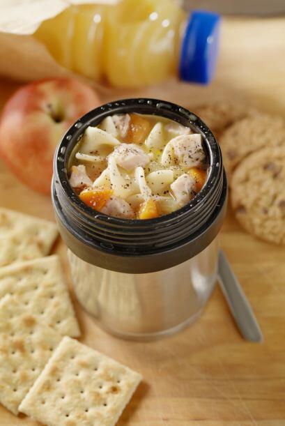 Puedes cocinar opciones simples y rápidas, como emparedados o ensaladas,...