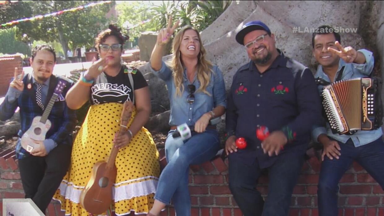La Banda 'La Santa Cecilia' nos mostró sus raíces