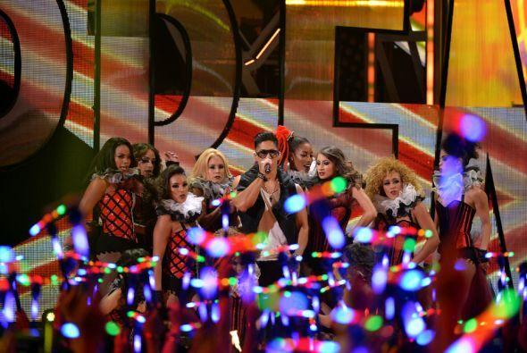 Para poner la fiesta en alto esta banda armó en grande el baile sobre el...