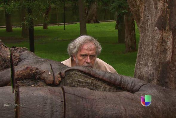 Leoncio se esconde a las afueras de Buenaventura, se da cuenta que Yago...