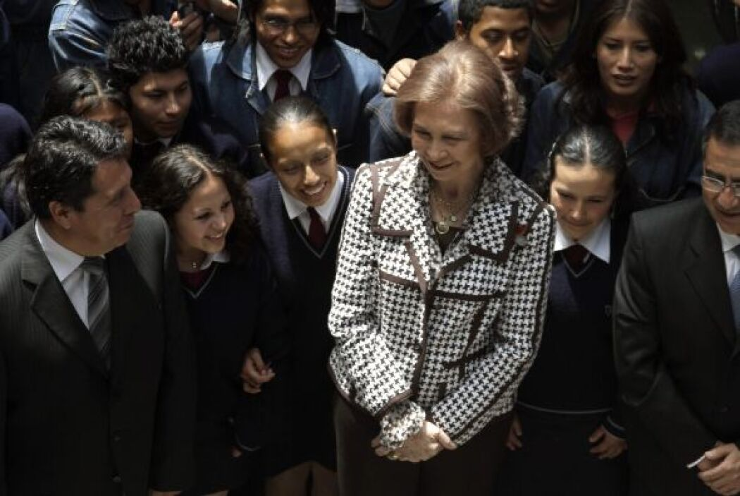 Poco después visitó la escuela municipal Taller Quito de artes y oficios...