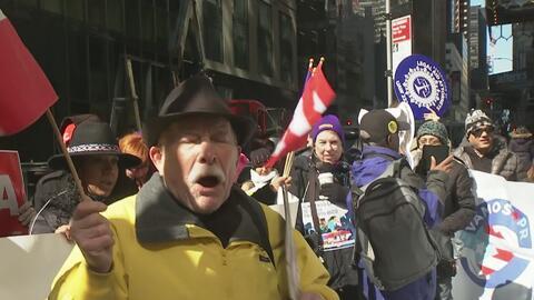 Puertorriqueños protestaron contra la junta de control fiscal frente a u...
