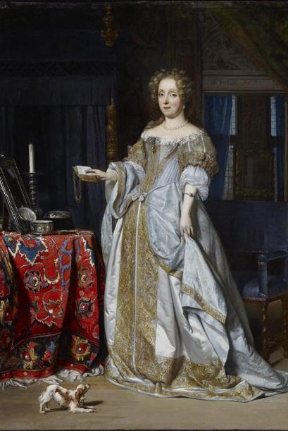 Este lindo vestido de la era victoriana, en tono blanco y dorado... ¡NO,...