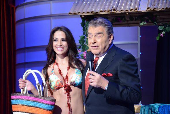 Jenny dijo sin problema la promoción de su bolso en el que le cabe todo...