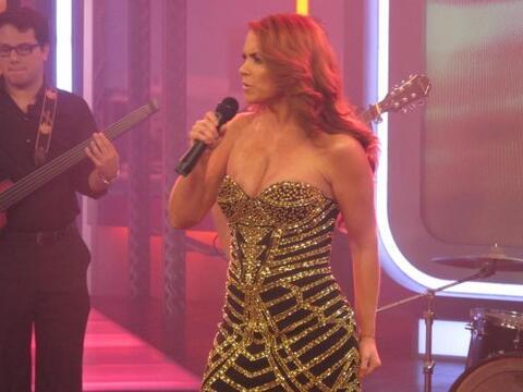 La cantante mexicana estuvo en El Gordo y la Flaca, donde interpret&oacu...