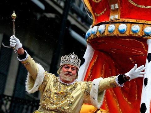 Rex, el Rey del Carnaval de Nueva Orleans desfila por la avenida St. Cha...