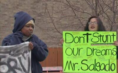 Alumnos y padres piden que no haya más despidos en la Escuela Alternativ...