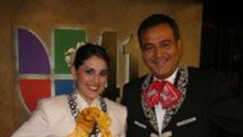 Jorge Nuñez, junto a Brenda Jiménez, ambos presentadores de Noticias 41...