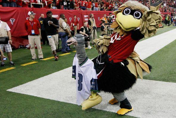Freddie, la mascota de Atlanta, feliz por el resultado.