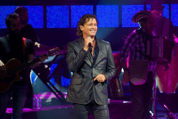 CARLOS VIVES: El multipremiado cantautor colombiano no sólo es una fábri...
