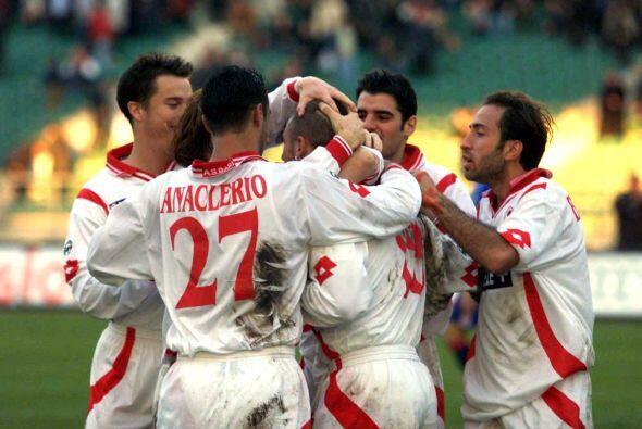 Su irrupción en el primer equipo se dio en 1999, justo cuando el club ha...