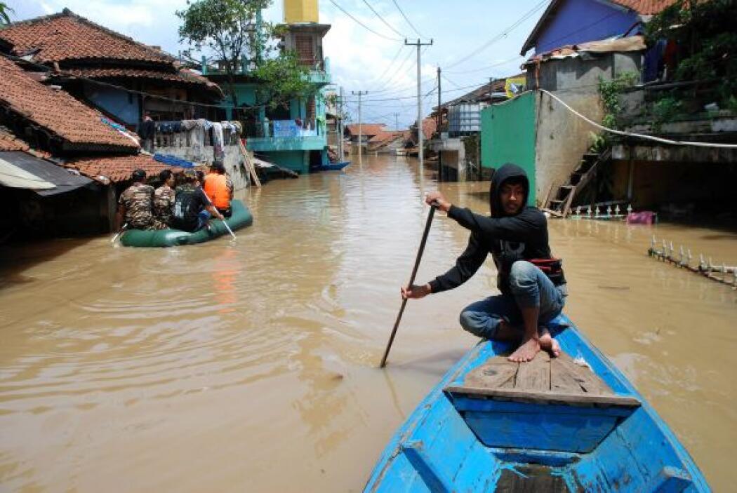 Los residentes de la aldea de Tingkulu dijeron que estaban ocupados reti...