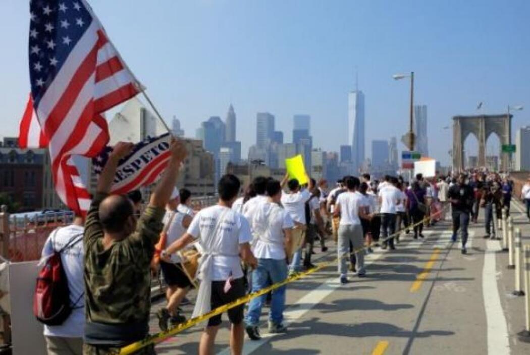La bandera de Estados unidos es el simbolo de las marchas por la reforma...