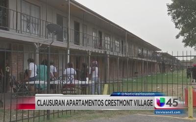 Clausuran apartamentos Crestmon Village