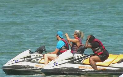 Tres personas resultaron heridas tras un choque entre una moto acuática...