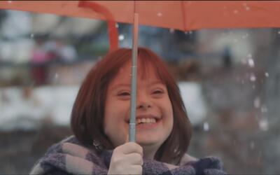 Una joven con síndrome de Down se convierte en la presentadora del tiemp...