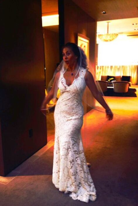 Elegir el vestido ideal no es nada fácil, hubo que probarse muchos model...