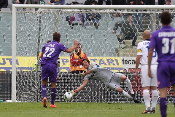 Fiorentina estuvo muy cerca de abrir el marcador, pero Julio Césa...