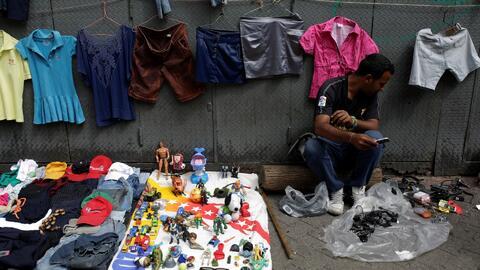 Venezolanos se las ingenian para sortear la crisis durante las fiestas d...