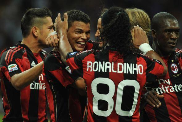 Los goles no tardaron en caer, uno incluído de Thiago Silva, de quien se...