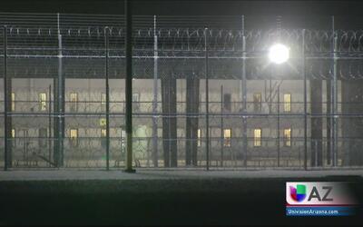 Activistas piden con una protesta pacífica el cierre del centro de deten...
