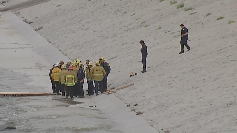 Cadáver encontrado en la canalización del río Los Ángeles podría ser de...
