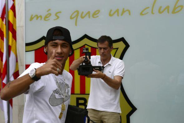 El brasileño Neymar sería presentado como una de las incor...