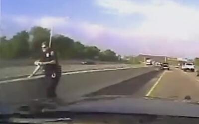 Lo menos que imaginaba este policía es que estaría a punto de ser atrope...