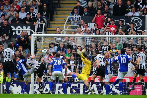 Newcastle, que jugó de local, consiguió 2 goles en la prim...