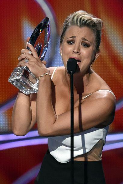 Kaley Cuoco-Sweeting recibió por segundo año consecutivo el premio a Act...