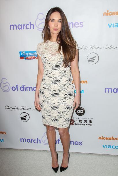 La mamacita de Megan Fox para resaltar su transparencia beige, decidi&oa...