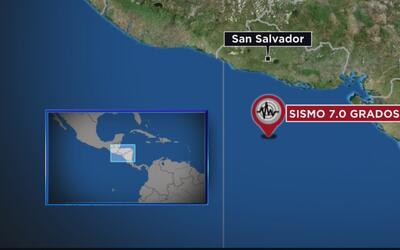 Salvadoreños en Los Ángeles están preocupados tras el fuerte sismo que e...