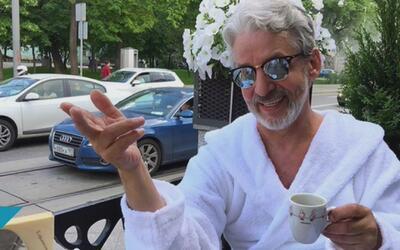 Fingiendo ser millonario, un hombre alcanzó la fama en redes sociales