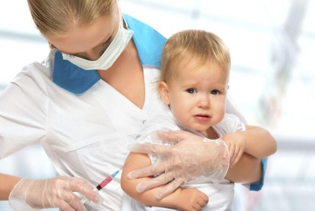 Los efectos secundarios graves después de la vacunación; por ejemplo, un...