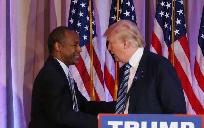 Donald Trump y Ben Carson en Palm Beach, en marzo cuando el médic...