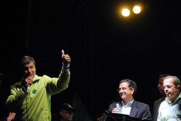 Los presidentes Evo Morales y el venezolano  Hugo Chávez felicita...