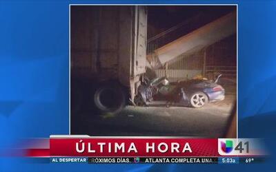 Choque entre camión y auto en el puente GW