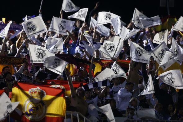 Real Madrid y Barcelona eran acompañados por sus aficiones en bus...
