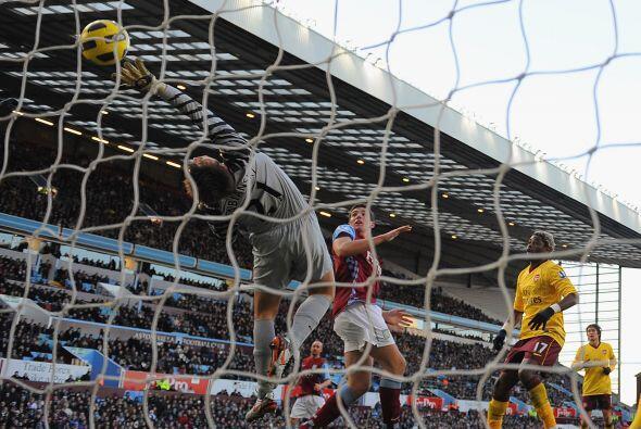 El equipo del español Fábregas pelea mano a mano el torneo...
