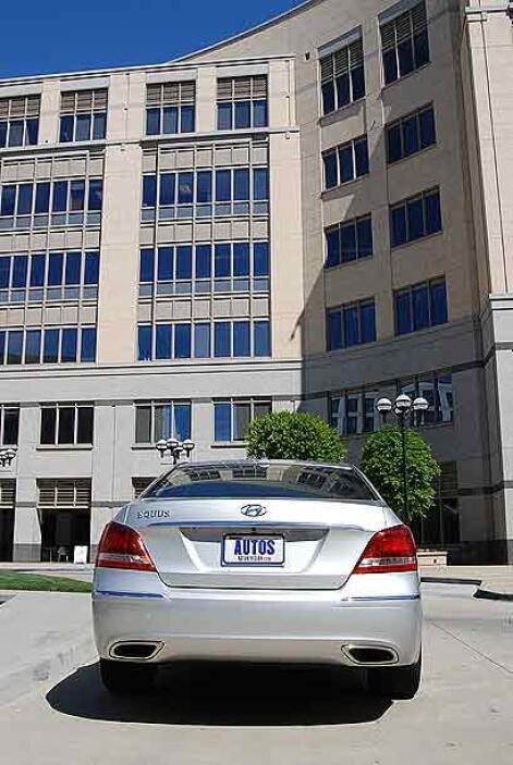 El Hyundai Equus saldrá a la venta con dos terminaciones: Signature y Ul...