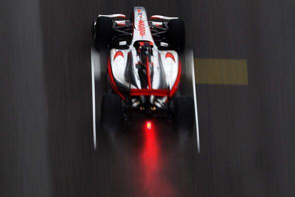Button manejó su McLaren-Mercedes con maestría sobre la pi...