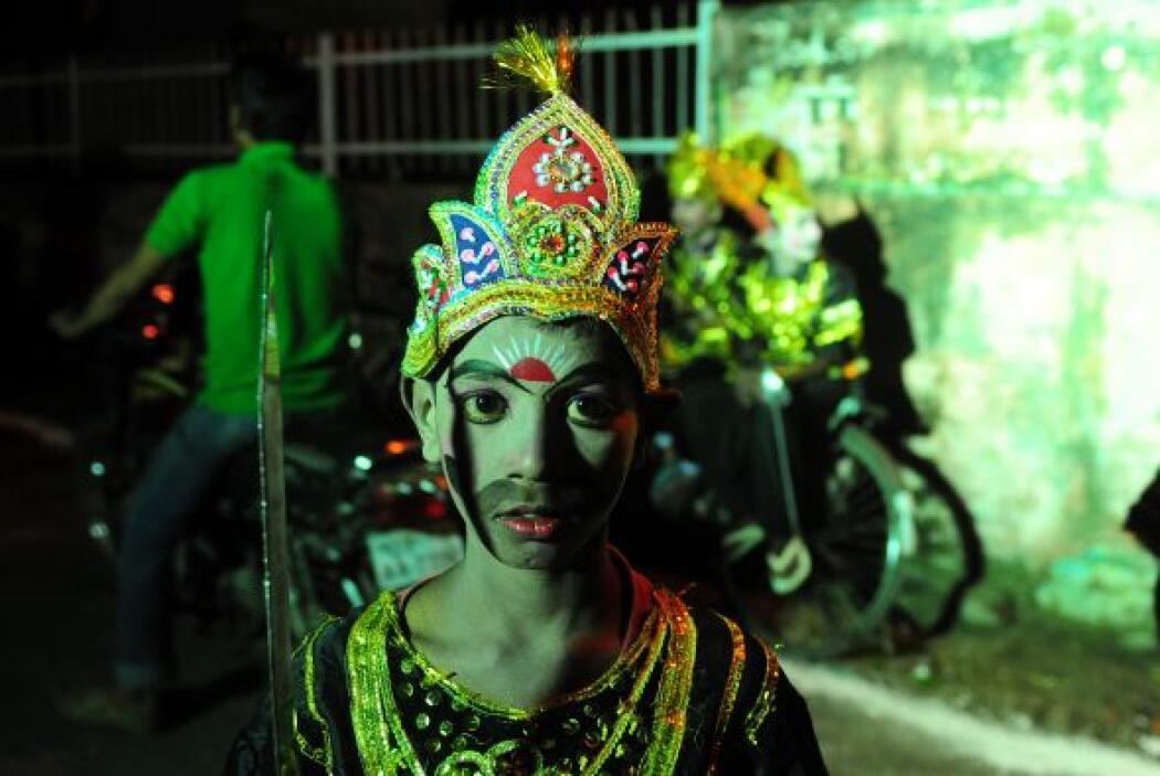 El nombre Dussehra se deriva del sánscrito Dasha-Hara significa la elimi...