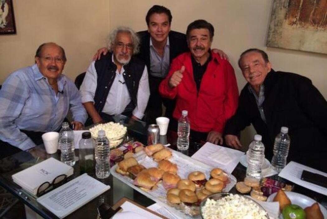 Puro talento veterano disfrutando el partido: Polo Polo, Rafael Inclán,...