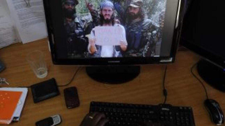 En el video aparece un hombre que declara, en un acento canadiense o est...