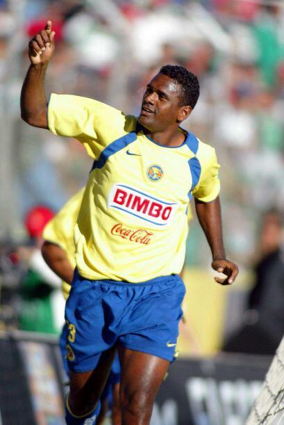Tras su paso por Veracruz, llegó a las Águilas en 2005 donde hizo 34 gol...